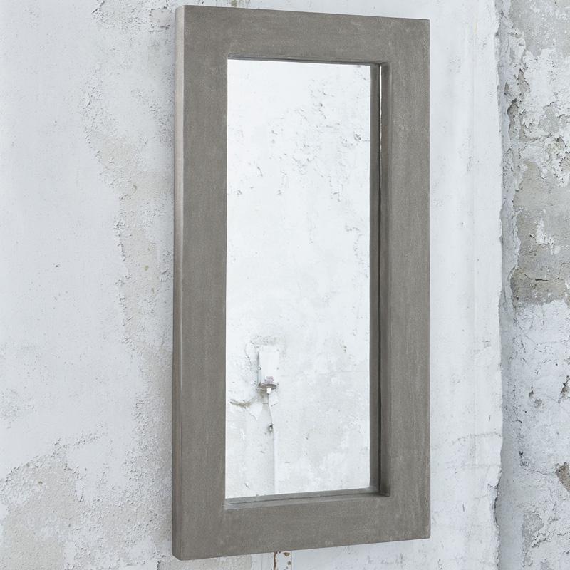 Spiegel met betonnen lijst