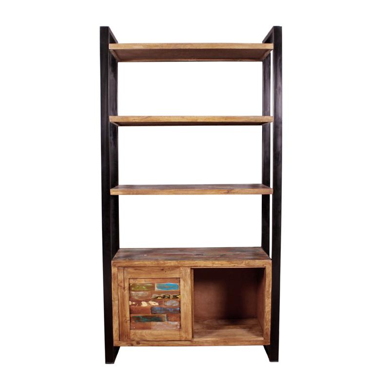 Boekenkast van gerecycled hout