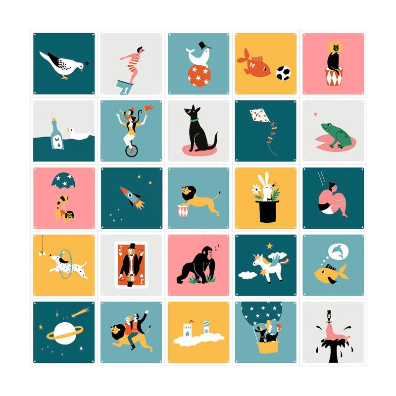 Muurdecoratie met gekleurde illustraties