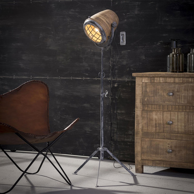 Santa zardon industriele vloerlamp met hout lumz for Industriele vloerlamp