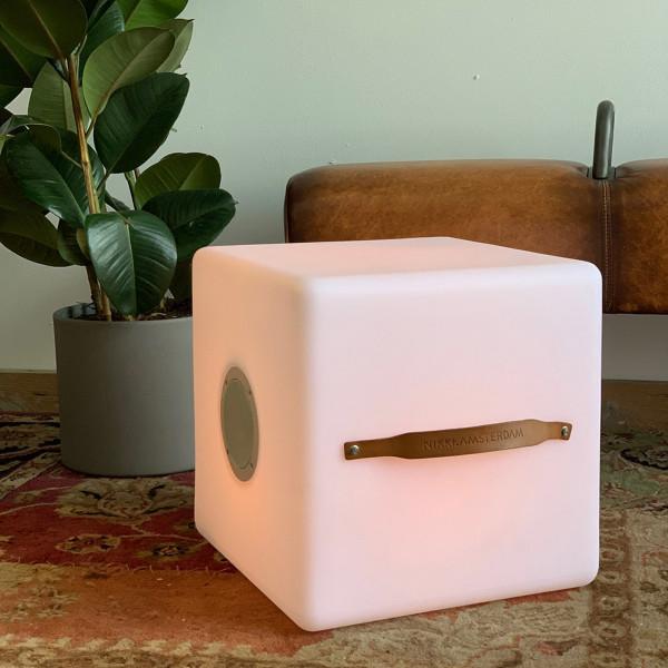 Kubus met speaker en multicolor LED
