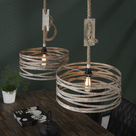 Metalen hanglampset aan touw