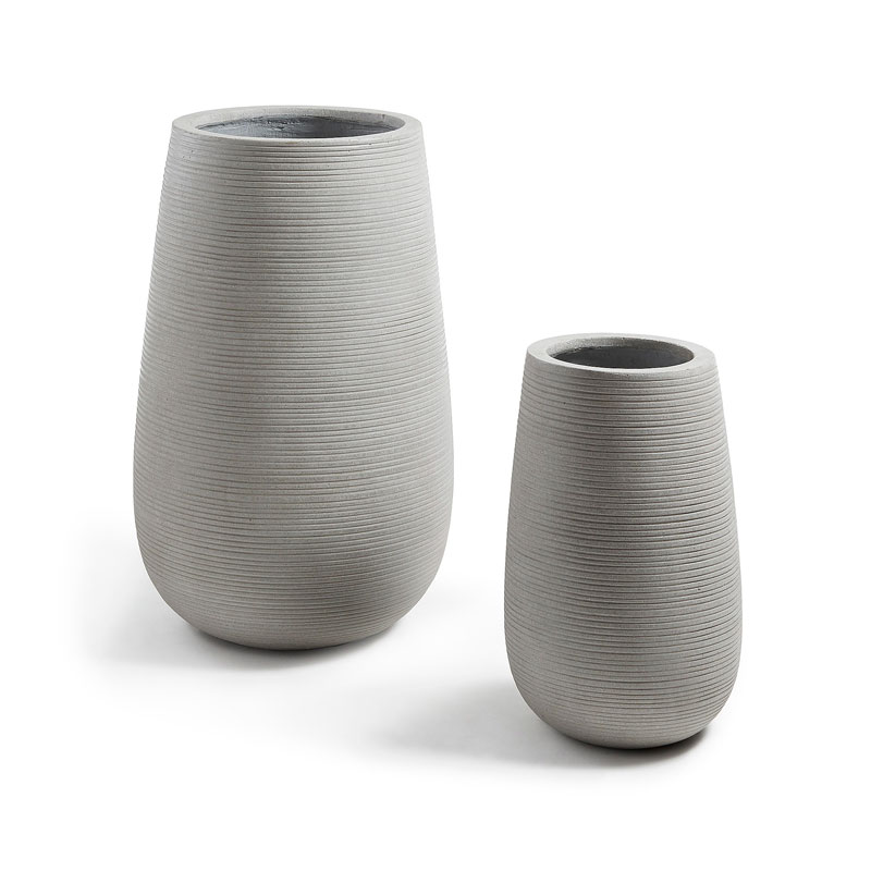 Vazen met horizontale lijnen